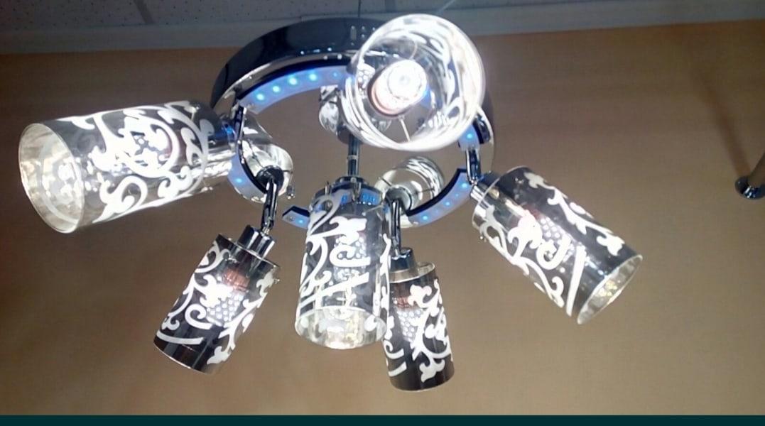 Продам новую Люстру на 6 лампочек.