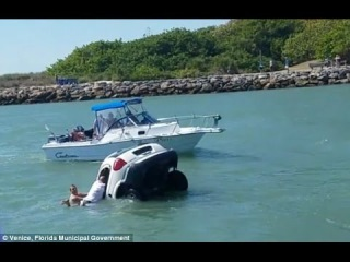 Bystanders Try To Save Passengers in a Vehicle That Drove off a Jetty Into The Water