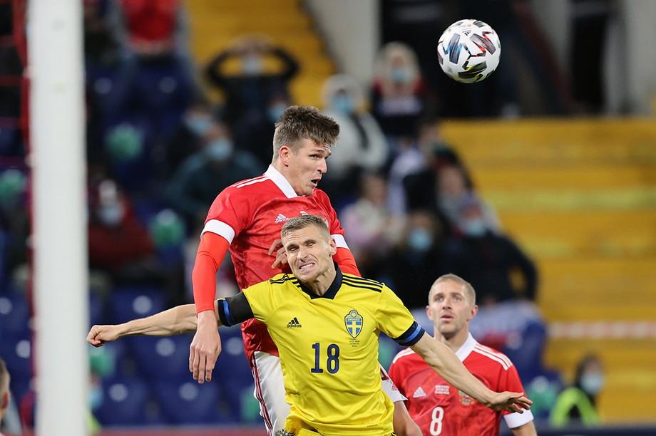Александр Соболев забивает гол Швеции