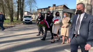 Светлана Тихановская вместе с послом США,  Польши ,Литвы, Украины цветы к памятнику «Мать Чернобыля»