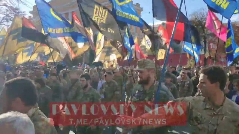 Марш УПА в Киеве 2020 колонна идет на Крещатик