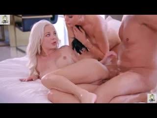 ELSA JEAN, ARIANA MARIE снял двух шлюх и не пожалел анал секс минет порно 4