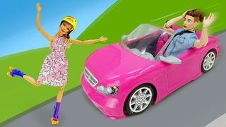 Barbie impara a pattinare nel parco e incontra Ken! La vita di Barbie in italiano