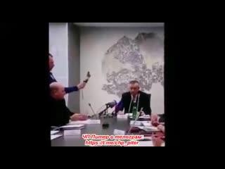 Губернатор Ленинградской области во время пресс-конференции прямо назвал людей рабами. - -