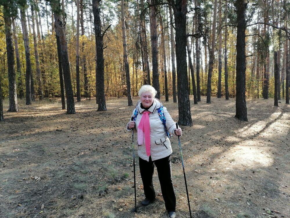 «Серебряные» волонтёры из Петровска занимаются скандинавской ходьбой