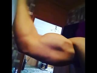Очень познавательное видео анатомии двуглавой мышцы плеча