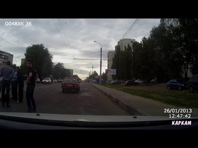Полицейский сбил девушку c велосипедом на пешеходном переходе