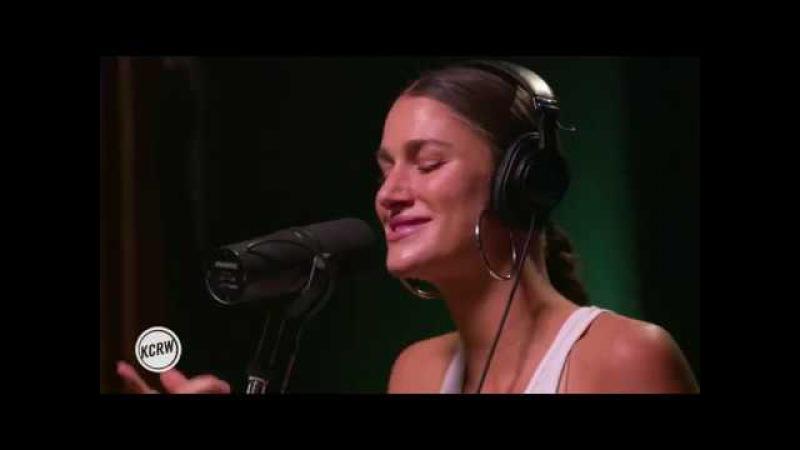 Niia performing Sideline Live on KCRW