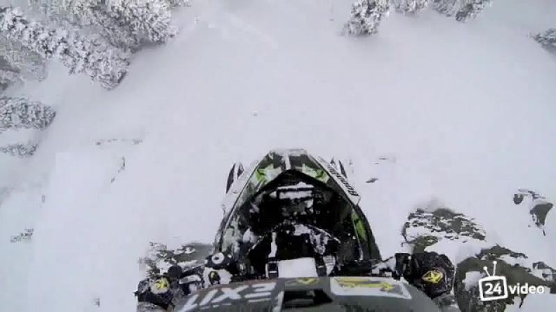 Прыжок в бездну на снегоходе