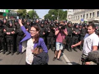 Киевский позор: украинских неонацистов заставили плакать геи Опубликовано: 18 июн. 2017 г.  Киев, 18 июня. ЛГБТ, оккупанты и сепаратисты – три главных врага Украины, которые победили сегодня в Киеве на «Марше равенства»,  по мн