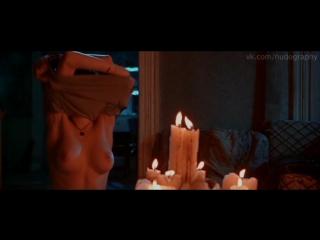 Анджелина Джоли (Angelina Jolie) голая в фильме Ложный огонь (Foxfire, 1996, Аннетт Хейвуд-Картер)
