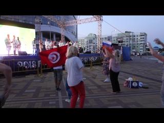 Гимн болельщиков Саранска жители города и гости чемпионата пели вместе с группой Торама.