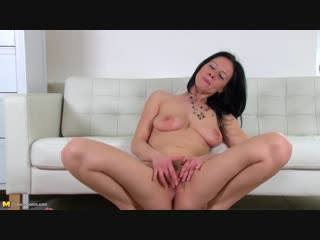 Enza (35) - Hot mom playing with her toys (Masturbation Solo Toys )