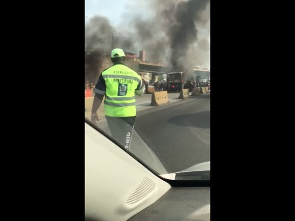 Cracolândia desmancha Ônibus em Chamas na Av Brasil