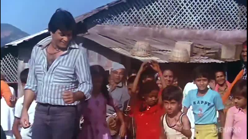 Fetus Hrithik rocking it with Jeetendra in the Apna Bana Lo song!