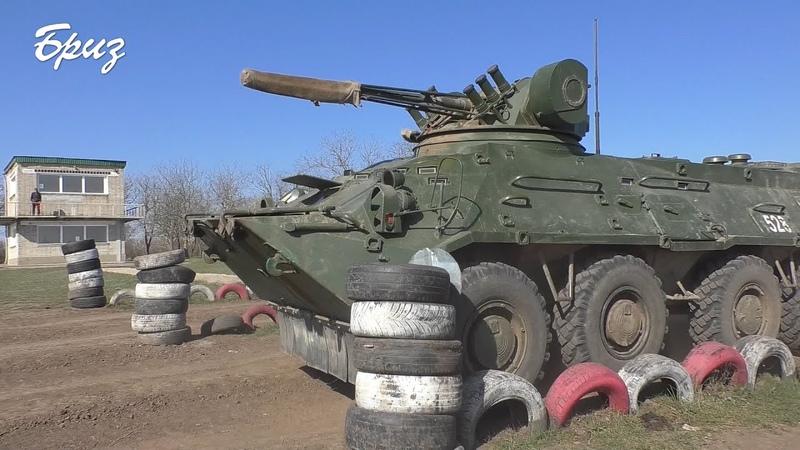 Низку вправ на БТР-80 відпрацювали курсанти Військової академії.