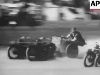 Гонки на колесницах прямиком из Рима в Австралию 30-ых годов! Только вместо лошадей мотоциклы.