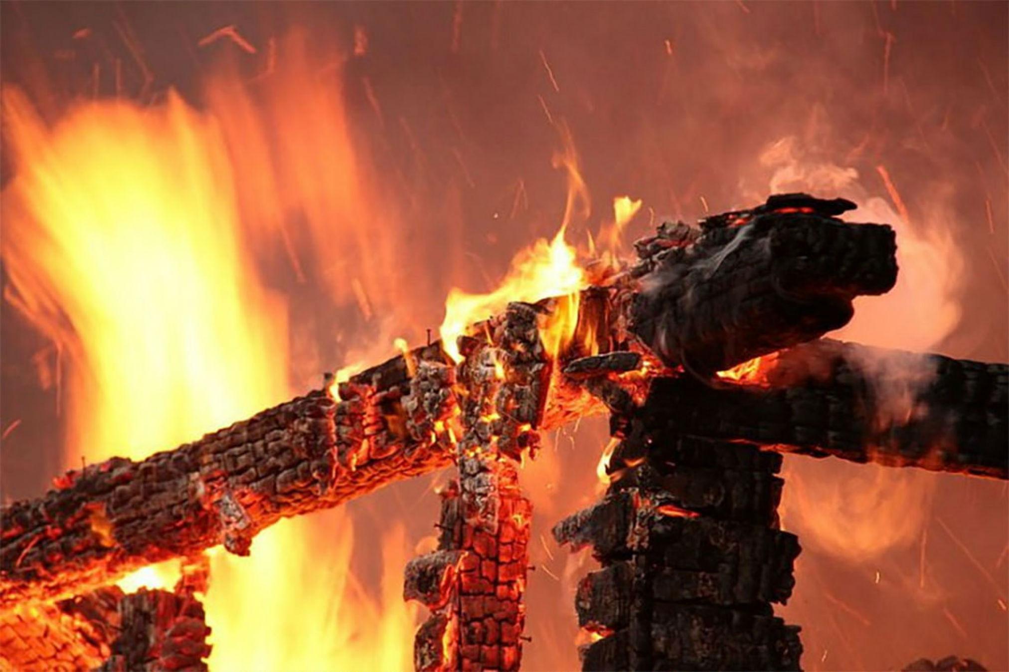 Деревообрабатывающий цех сгорел в КЧР