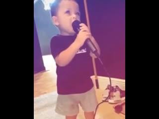 сын Икса делает первые шаги в музыке