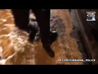 В Иркутске остановленный полицейскими из-за тонировки водитель повёл себя странно
