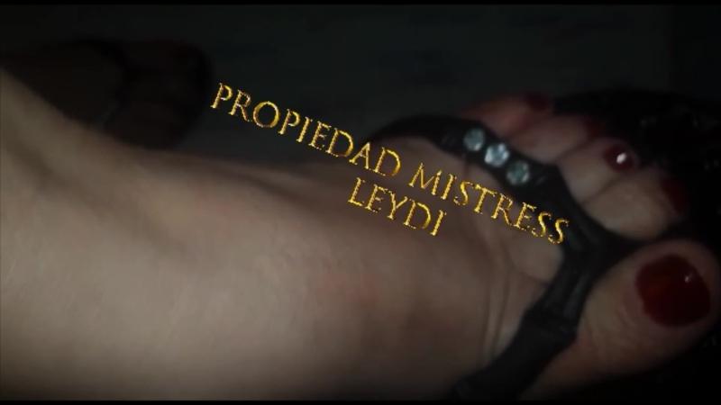 Mistress leydi dangling shoeplay sexy feet flip flops