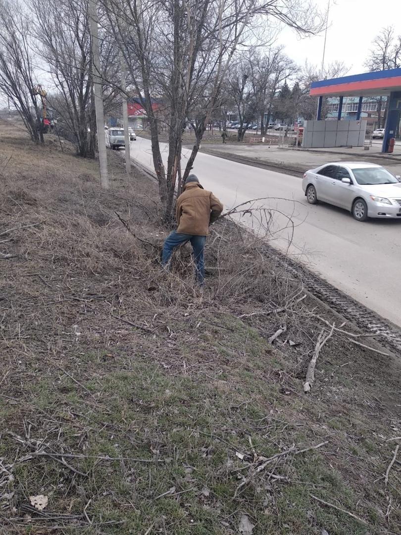В Таганроге началась весенняя уборка городских территорий