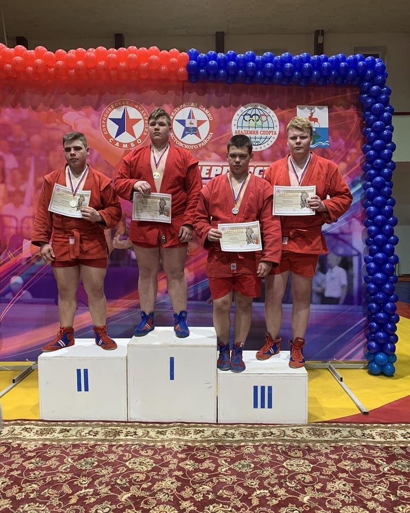 Петровчанин Михаил Шулекин стал призёром окружного первенства по самбо