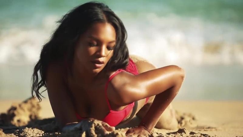 Jasmyn Wilkins Красивая негринятка в бикини на пляже