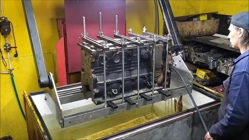 Проверяем под давлением на микротрещины блок цилиндров Cummins