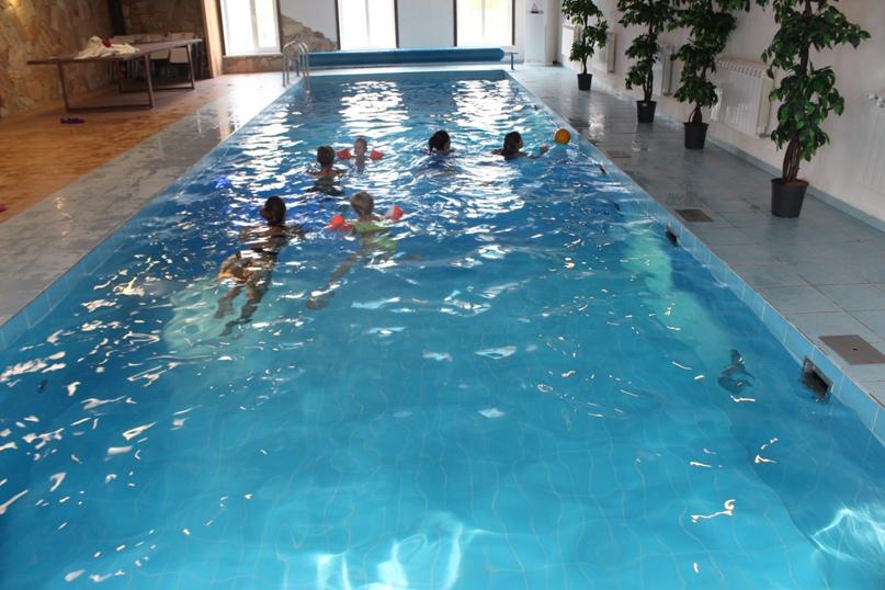 Почему полезно плавать в бассейне?, изображение №1