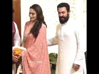 Встреча Мадхури с Аамиром в доме Амбани