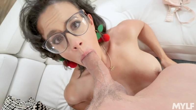 Жена кончила на член и сосёт его, sex POV blowjob home woman orgasm wife mom pussy porn squirt (Инцест со зрелыми мамочками 18+)