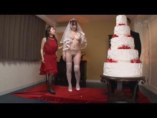 Только одна голая, CFNF, CMNF – гости и тамада унижают голую невесту.