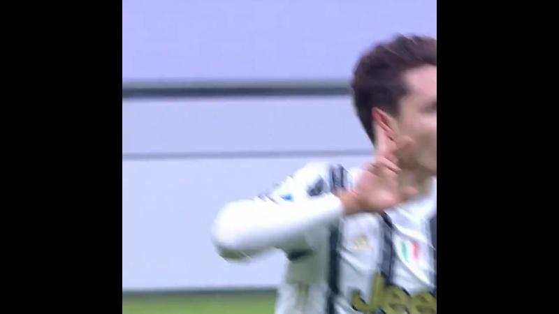 Голы Юве против Милана в первом круге