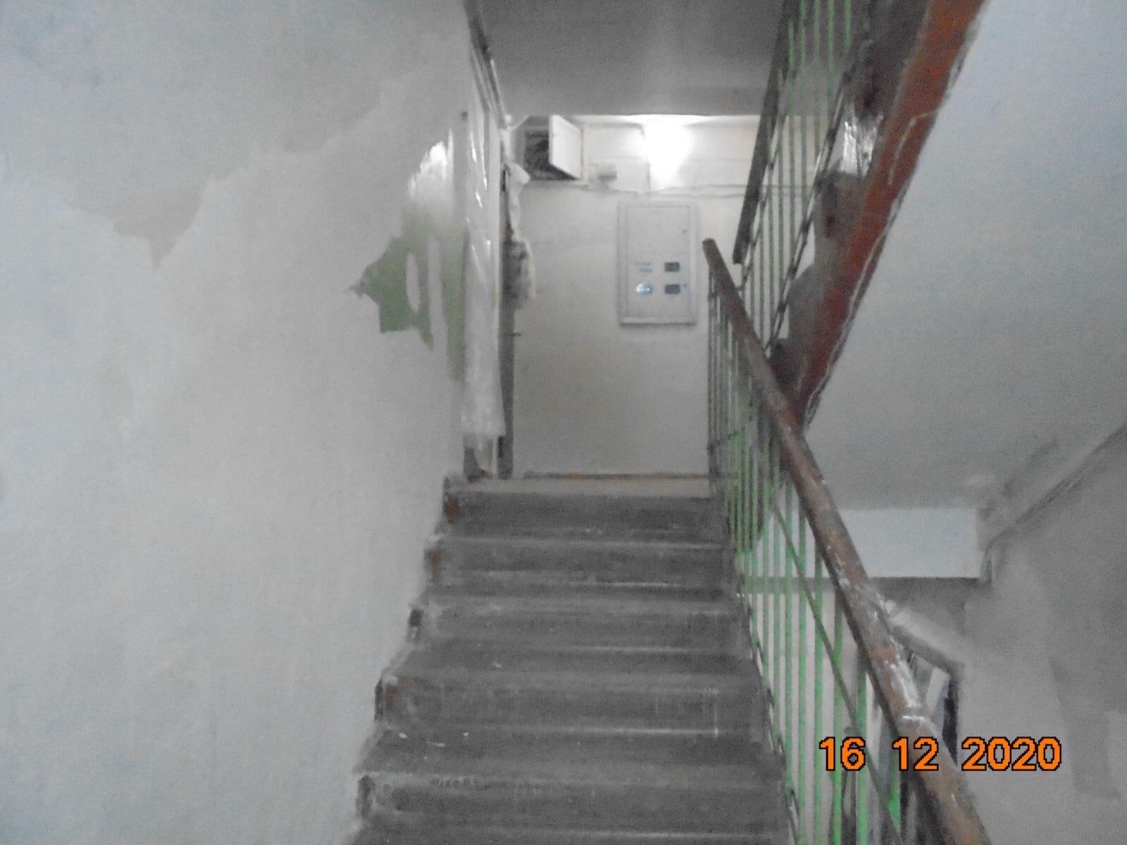 Ремонт подъезда Цеховая 4 штукатурка стен на