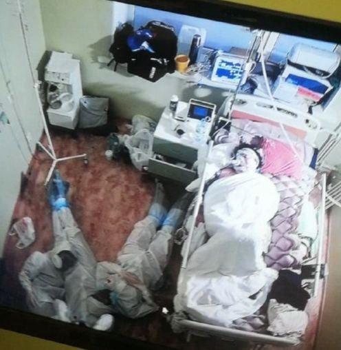 Они герои : Люди просят наградить врачей, спящих на полу у постели ковидного пациента- На самом деле на фото не врачи, а студенты - волонтеры медицинских вузов, - рассказали в больнице