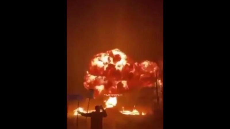 Протестующие против карантинных мер в Нидерландах взорвали мост в пригороде Амстердама.