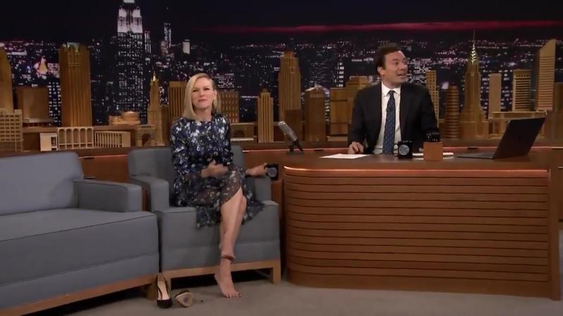 Jimmy Fallonın programına katılan Naomi Watts ne kadar esnek olduğunu şpagat yaparak gösterdi ️