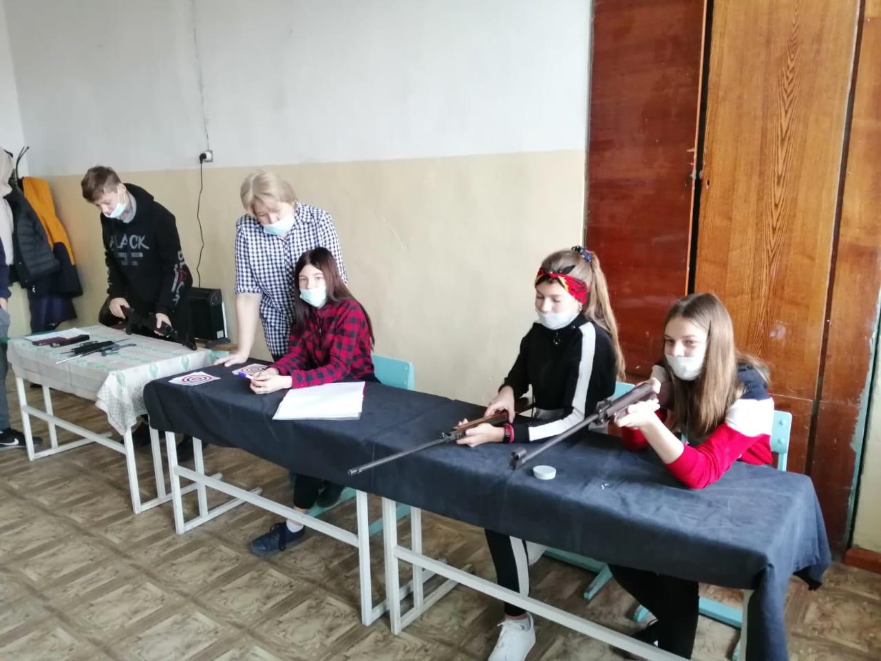 Юнармейцы школ Петровска участвуют в военно-спортивных соревнованиях