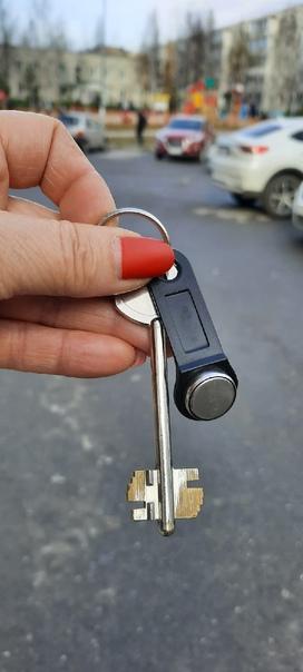 Найдены ключи около детской площадки около Планеты. Отдал...