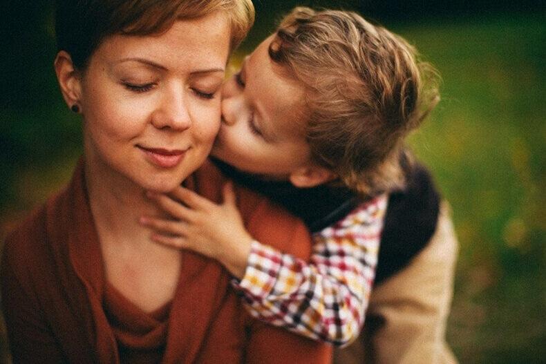 НИКОГДА не делитесь своими эмоциями с детьми!