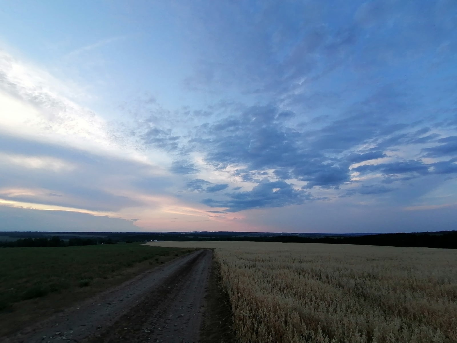 Закат с видом на деревни Новые Какси