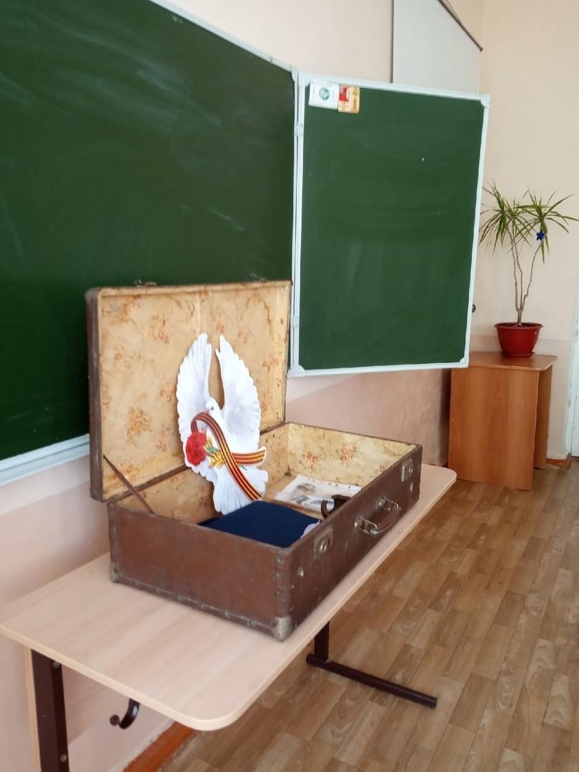 Ученики и педагоги школы №8 проводят экскурсии по музею в чемодане