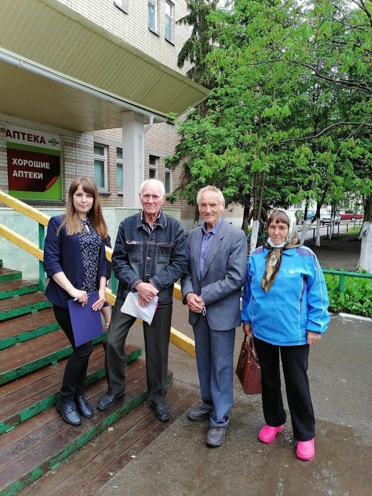 Сотрудники Центра социального обслуживания населения Петровска помогли сельчанам приехать на диспансеризацию