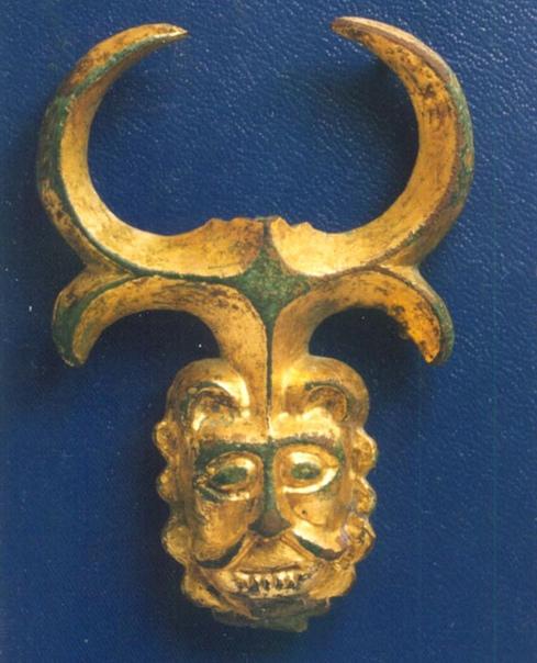 Накладка в виде маски льва с Золотаревского городища.