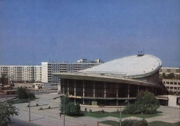 Новосибирский цирк и улица Челюскинцев, примерно 1983–198...