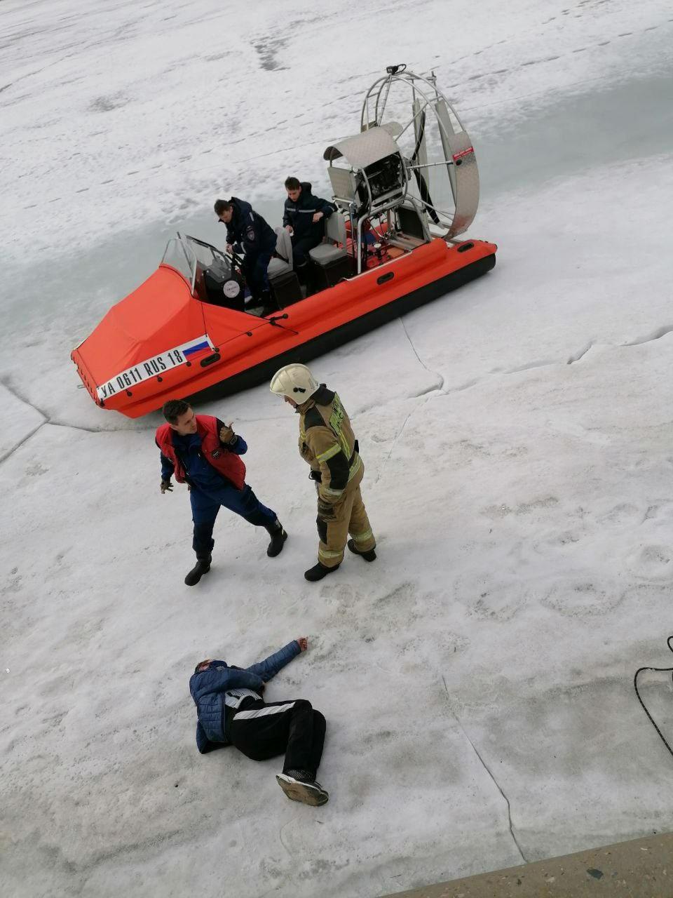 В Ижевске спасли мужчину, который упал на