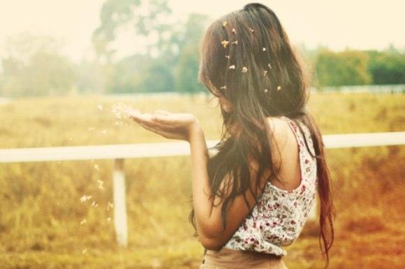 Иногда даже получается сказать себе: Я разжимаю руки и отпускаю все то, что перестало быть ценным и полезным для меня и освобождаю место для того, что меня вдохновляет