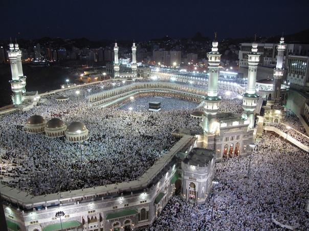 Как кран на мечеть упал. Мекка (Саудовская Аравия), 11 сентября 2015 года. Существует крылатая фраза «увидеть Неаполь и умереть». Она подразумевает, что человек, добравшийся до столицы Кампании,