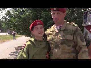 Военнослужащие Росгвардии со школьниками рассказывают про кемеровские улицы